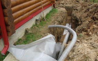 Характеристики и укладка дренажных труб для отвода грунтовых вод