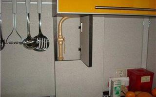 Как спрятать газовую трубу на кухне – рассмотрим варианты